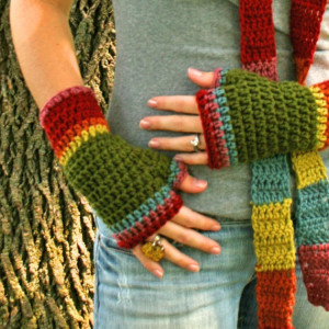 Fingerless_Gloves_Wrist_Warmers_Rainbow_Crochet_Toasties