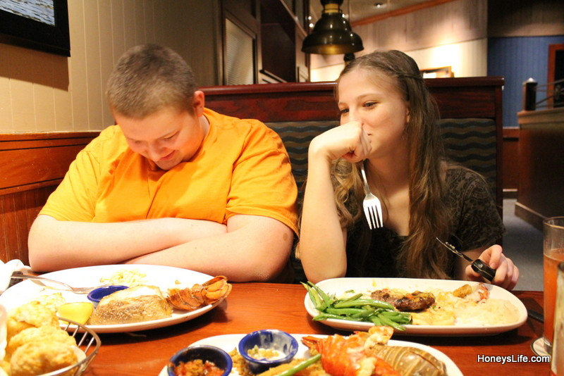 Trying to find stomach space to finish eating their Red Lobster Lobsterfest dinners. #CelebrateLobster #LobsterWorthy #ad